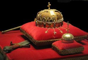Crown,_Sword_and_Globus_Cruciger_of_Hungary2